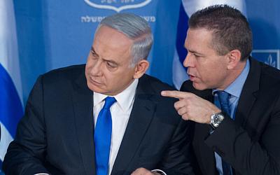 Prime Minister Benjamin Netanyahu, left, and Gilad Erdan at an event for incoming police commissioner Roni Alsheikh, not pictured, in Jerusalem, on December 3, 2015. (Miriam Alster/FLASH90)