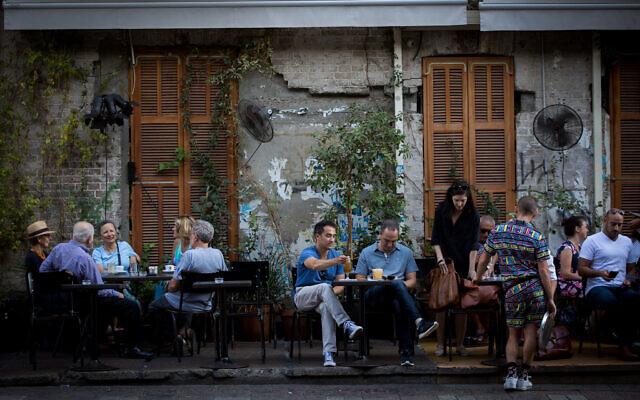 Illustrative: Customers sit at a restaurant on Rothschild Boulevard in Tel Aviv, June 22, 2017. (Miriam Alster/FLASH90)