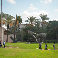 Students at the Tel Aviv University on the first day of the new academic year, October 14, 2018 (Flash90)