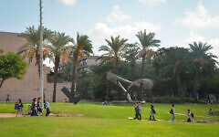 ILLUSTRATIVE -- Students seen at the Tel Aviv University on the first day of the new academic year, October 14, 2018 (Flash90)