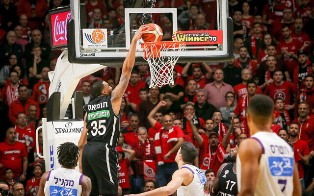 The Hapoel Jerusalem and Ironi Nahariya teams play in Tel Aviv during the final of the Israeli Basketball State Cup on February 13, 2020. (Flash90)