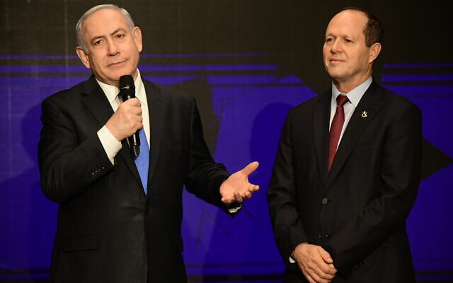 Prime Minister Benjamin Netanyahu and Likud MK Nir Barkat (R) at a campaign event in Tel Aviv on February 16, 2020. (Tomer Neuberg/Flash90)