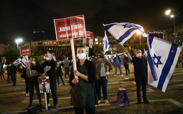 Israelis protest against Prime Minister Benjamin Netanyahu calling on him to quit, at Rabin Square in Tel Aviv on May 9, 2020 (Miriam Alster/Flash90)