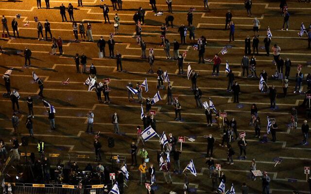 Israelis protest against Prime Minister Benjamin Netanyahu at Rabin Square in Tel Aviv on May 9, 2020 (Miriam Alster/Flash90)