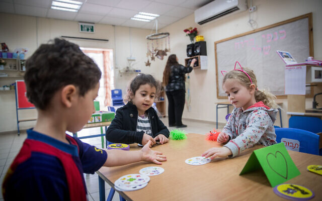 Illustrative photo: Children at a kindergarten in Jerusalem as they return to school on May 10, 2020, for the first time in over 2 months (Yonatan SIndel/Flash90)