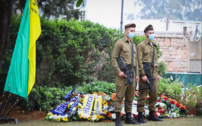 Golani Brigade soldiers stand guard near the grave of Sgt. First Class Amit Ben-Ygal, after it was vandalized, at the cemetery in Be'er Yaakov, May 15, 2020. (Yossi Aloni/ Flash90)