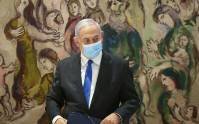 Benjamin Netanyahu at the Knesset, May 17, 2020. (Alex Kolomoisky/POOL)