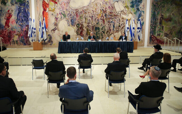 Israel's 35th government holds a cabinet meeting while keeping social distancing regulations at the Knesset, on May 17, 2020. (Alex Kolomoisky/POOL)