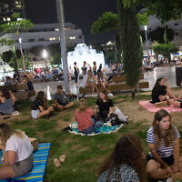 Israelis have picnics at Tel Aviv's Dizengoff Square as restaurants, cafes and bars remain closed except for take out and deliveries, May 20, 2020. (Miriam Alster/Flash90)
