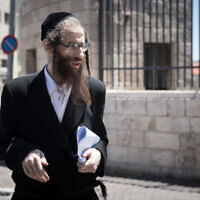 Elazar Rompler, of the Lev Tahor cult, arrives at the Jerusalem District Court for a court hearing on May 26, 2020. (Yonatan Sindel/Flash90)