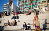 Israelis enjoy a day at the beach in Tel Aviv on May 29, 2020. (Miriam Alster/Flash90)