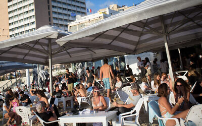 Israelis enjoy the beach in Tel Aviv on May 29, 2020. (Miriam Alster/Flash90)
