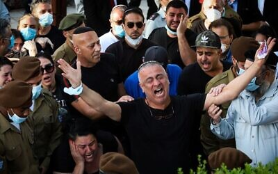 Baruch Ben-Ygal, the father of Sgt. Amit Ben-Ygal, and other family and friends mourn at the slain soldier's funeral in Beer Yaakov cemetery, May 12, 2020. (Yossi Aloni/Flash90)