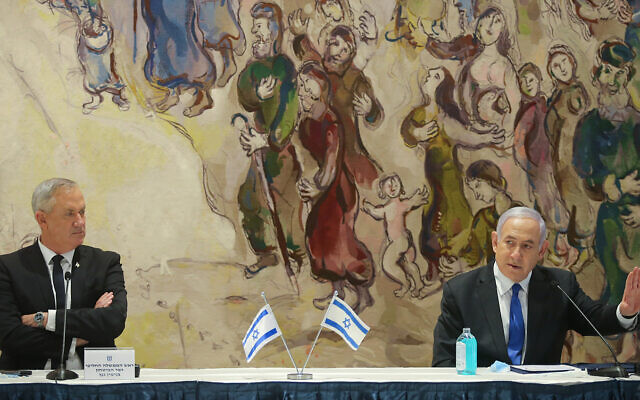 The first meeting of the new unity government, headed by Prime Minister Benjamin Netanyahu, right, and Defense Minister Benny Gantz at the Knesset, May 17, 2020. (Alex Kolomoisky/Pool)