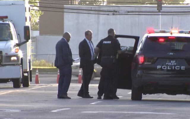 Police at the scene of a suspected murder in Amityville, New York. (Screenshot/CBS New York/YouTube)