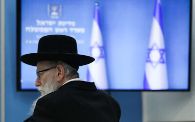 Then-health minister Yaakov Litzman attends a press conference about the coronavirus at the Prime Minister's Office in Jerusalem, March 25, 2020. (Olivier Fitoussi/Flash90)