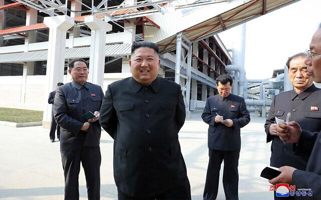 Putin awards commemorative WWII medal to Kim Jong Un