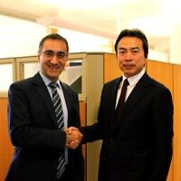 Chinese Ambassador to Israel Du Wei (R) meeting with Israeli Foreign Ministry Deputy Director-General for Asia and the Pacific Gilad Cohen, March 23, 2020. (MFA)