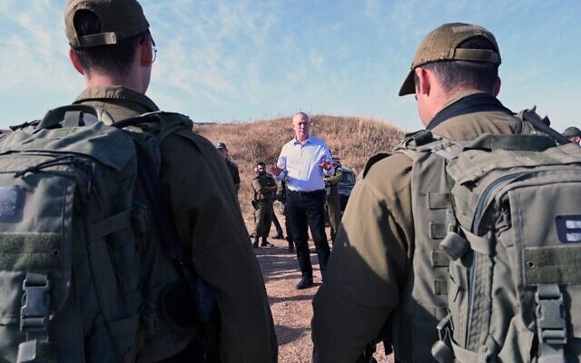 Defense Minister Benny Gantz, center, meets with soldiers from the 202nd Battalion of the Paratroopers Brigade on the Gaza border on May 26, 2020. (Ariel Hermoni/Defense Ministry)