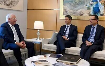 Lefto to right: US Ambassador to Israel David Friedman meets with Derech Eretz's Yoaz Handel and Zvi Hauser (Matty Stern/US Embassy)