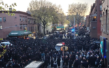 An April 29 funeral for a rabbi in Brooklyn attended by hundreds. (Reuven Blau/Twitter via JTA)