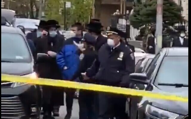 New York City police break up ultra-Orthodox funeral as crowds gather in Borough Park, Brooklyn, April 30, 2020 (Screen grab)