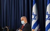 Benjamin Netanyahu, wearing a protective face mask, chairs the weekly cabinet meeting in Jerusalem on May 31, 2020. (RONEN ZVULUN / POOL / AFP)