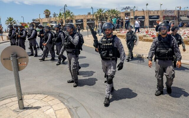 Security forces gather ahead of protests in Jaffa, June 12, 2020. (AHMAD GHARABLI / AFP)