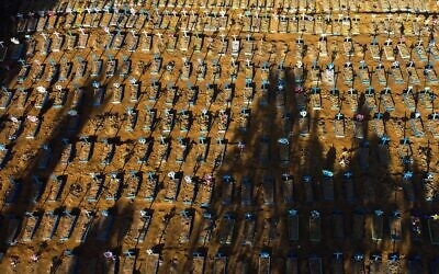 Aerial view showing graves in the Nossa Senhora Aparecida cemetery in Manaus on June 21, 2020. (Photo by MICHAEL DANTAS / AFP)