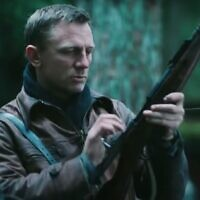 Daniel Craig as a Jew with a gun in 'Defiance.' (Screenshot from YouTube/ via JTA)