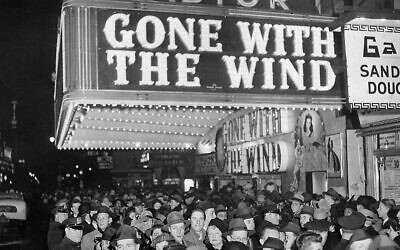 A crowd gathers outside the Astor Theater on Broadway during the premiere of 'Gone With the Wind' in New York, December 19, 1939. (AP Photo)