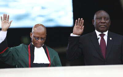South African President Cyril Ramaphosa, right, takes the Oath of Office alongside Chief Justice, Mogoeng Mogoeng, left, at the Loftus Versfeld stadium in Pretoria, South Africa, Saturday, May 25, 2019.  (AP Photo)