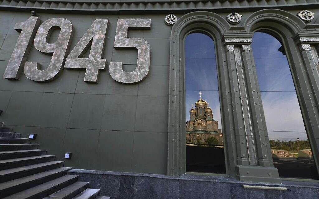 The country's new Cathedral of Russian Armed Forces, seen through part of the architectural ensemble. (Igor Palkin, Russian Orthodox Church Press Service)