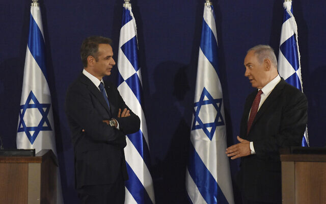 Prime Minister Benjamin Netanyahu, right, and Greek Prime Minister Kyriakos Mitsotakis give joint statements in Jerusalem, June 16, 2020. (Debbie Hill, UPI Pool via AP)