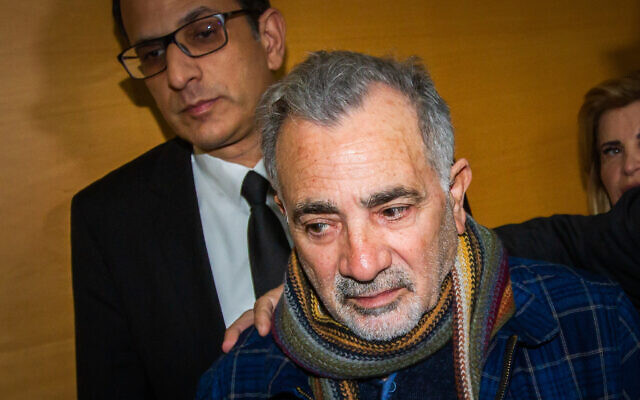 Israeli actor Moshe Ivgy arrives at the Haifa Magistrate's Court for the verdict in his trial, January 9, 2020 (Flash90)