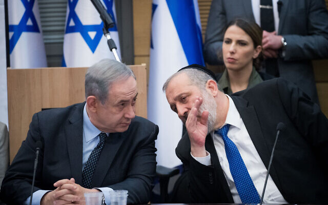 Prime Minister Benjamin Netanyahu, left, with Shas party chairman Interior Minister Aryeh Deri, March 4, 2020. (Yonatan Sindel/Flash90)