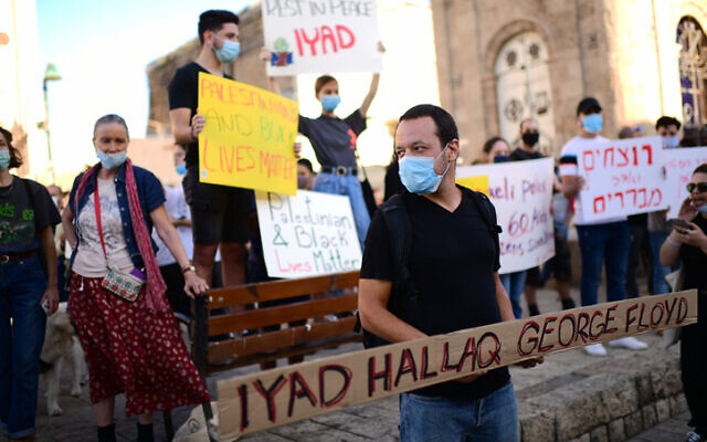 Israelis hold a protest against the killing of unarmed 32 year-old Palestinian Iyad Halak, in Tel Aviv-Jaffa on May 31, 2020. (Tomer Neuberg/Flash90)