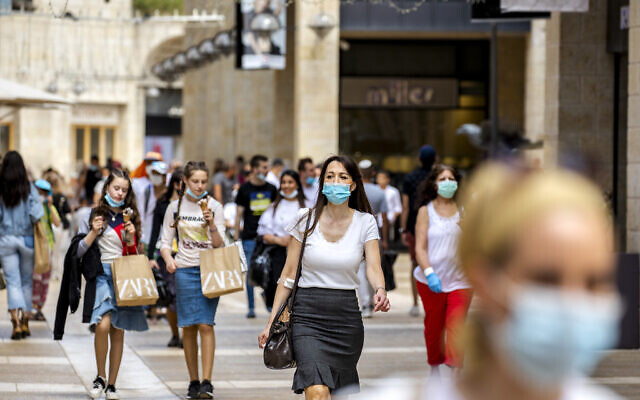 Jerusalemites walk and shop at the Mamilla Mall near Jerusalem's Old City on June 4, 2020. (Olivier Fitoussi/Flash90)