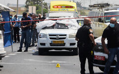 Police at the scene of a suspected drive-by shooting at the Lod Interchange in central Israel on June 6, 2020. (Flash90)