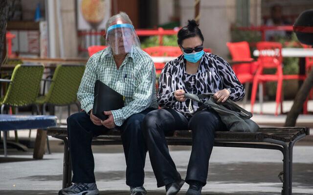 Jerusalemites wearing face masks in Jerusalem City center on June 8, 2020. (Olivier Fitoussi/Flash90)