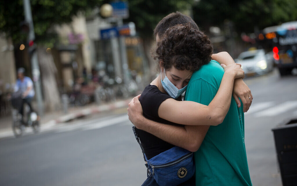 Israelis in Tel Aviv, June 9, 2020. (Miriam Alster/Flash90)