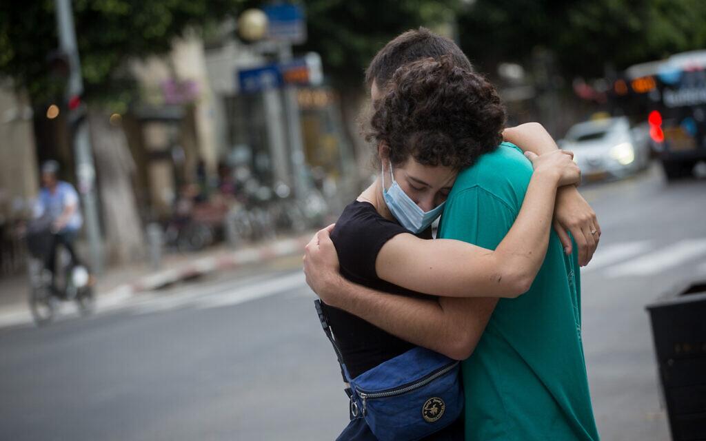 Israelis in Tel Aviv, June 9, 2020. (Miriam Alster/Flash90)