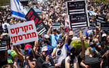 Some 5,000 Israelis from the culture and arts industry protest outside the Finance Ministry in Jerusalem on June 15, 2020 (Yonatan Sindel/Flash90)