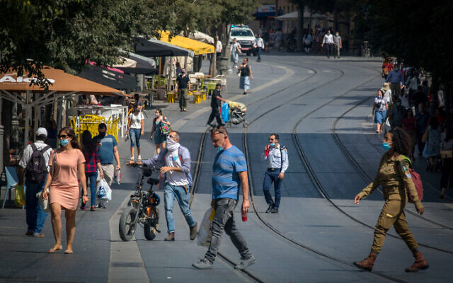 People walk in Jerusalem's city center on June 16, 2020 (Olivier Fitoussi/Flash90)