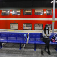 Passengers wearing face masks at the Yitzhak Navon train station in Jerusalem on June 22, 2020. (Olivier Fitoussii/Flash90)