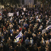 Israelis protest against Prime Minister Benjamin Netanyahu outside his official residence in Jerusalem, June 27, 2020. (Yonatan Sindel/Flash90)