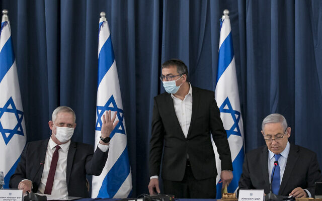 From left to right: Defense Minister Benny Gantz, the prime minister's chief of staff Asher Hayoun, and Prime Minister Benjamin Netanyahu at the weekly cabinet meeting, at the Foreign Ministry in Jerusalem on June 28, 2020. (Olivier Fitoussi/Flash90)