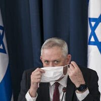 Defense Minister Benny Gantz at the weekly cabinet meeting at the Foreign Ministry in Jerusalem on June 28, 2020. (Olivier Fitoussi/Flash90)