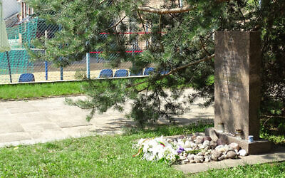 A memorial at the site of the Lietukis Garage massacre of Jewish Men in Kaunas, Lithuania. (Flickr/Adam Jones)