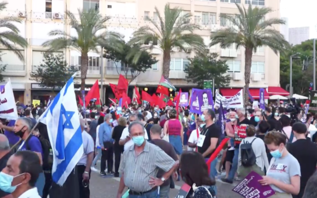 Israelis protest against the government's plan to annex parts of the West Bank at Tel Aviv's Rabin Square on June 6, 2020. (Screen capture/Ynet)